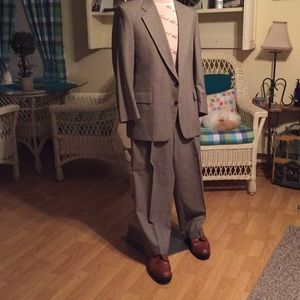 Jos A Bank 100% wool, 42R great plaid 2 piece Suit